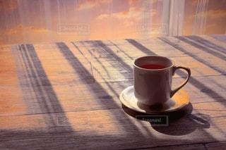 午後の窓辺 カーテン越しの日差しの写真・画像素材[3400810]
