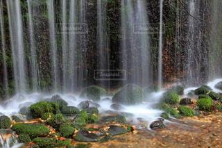 絹糸のような滝の水の写真・画像素材[3778607]