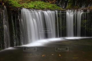 絹糸のような滝の水の写真・画像素材[3778605]