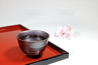 桜と日本酒の写真・画像素材[4214135]