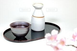 桜と日本酒の写真・画像素材[4214137]