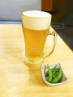 ひとり飲み 生ビールの写真・画像素材[4333770]