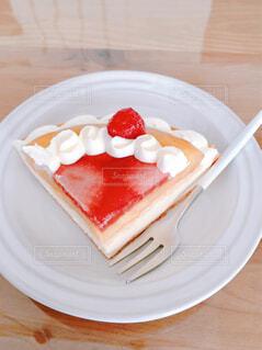 皿の上のケーキの写真・画像素材[4353888]