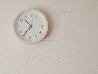 壁の時計の写真・画像素材[815943]
