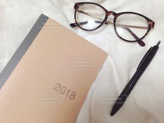 手帳とメガネの写真・画像素材[952165]