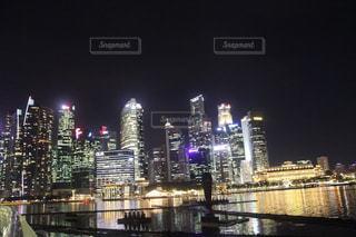 夜の都市の眺めの写真・画像素材[3179723]
