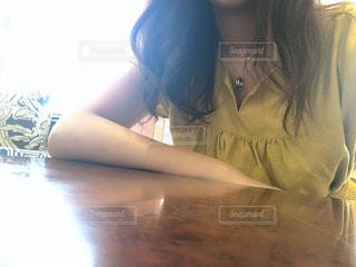 カフェで待ち合わせの写真・画像素材[3190548]
