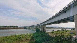 水の体に架かる橋の写真・画像素材[3341389]