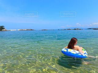 海で遊ぶ女性の写真・画像素材[3178766]