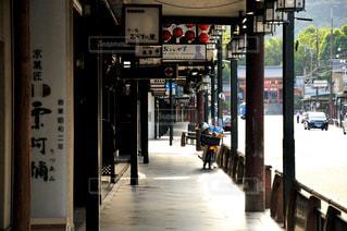 祇園商店街の早朝の風景の写真・画像素材[3185275]