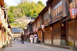 金沢ひがし茶屋街を歩く着物女性の写真・画像素材[3250710]