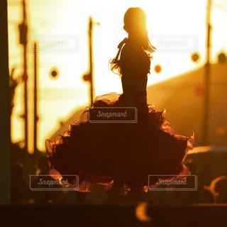ベリーダンスを踊る女性の写真・画像素材[3315173]
