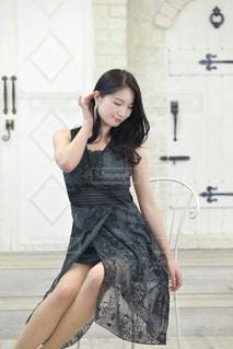 ドレスを着た美しい女性の写真・画像素材[3318937]