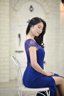 ドレスを着た美しい女性の写真・画像素材[3318933]