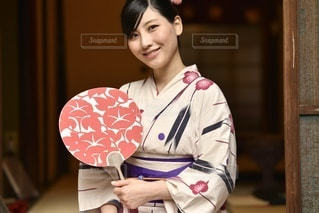 京都町家と浴衣女性の写真・画像素材[3352391]