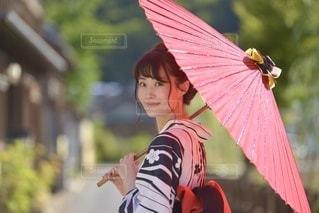 和傘と美しい浴衣女性の写真・画像素材[3355076]