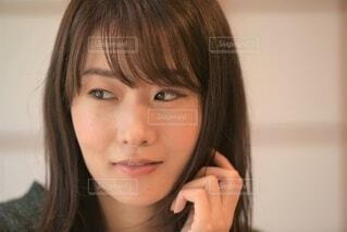 微笑む女性のクローズアップの写真・画像素材[3778782]