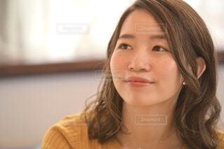 微笑む女性のクローズアップの写真・画像素材[3785141]