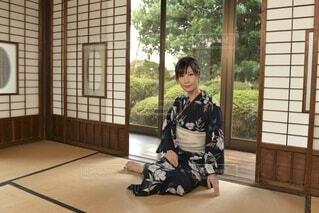和室でくつろぐ浴衣女性の写真・画像素材[3834164]