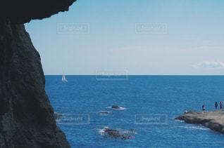 水の体の真ん中に島の写真・画像素材[727109]