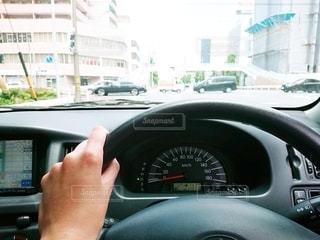 車を運転している人の写真・画像素材[3214548]