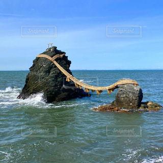 青い空と夫婦岩の写真・画像素材[3187456]