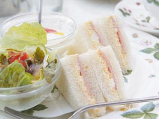 カフェのサンドイッチの写真・画像素材[3193981]