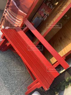 赤いベンチの写真・画像素材[3204324]