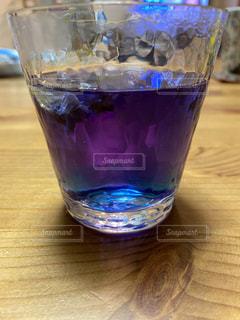 青紫色の飲み物の写真・画像素材[3213451]