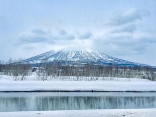 雪に覆われた羊蹄山の写真・画像素材[3202458]