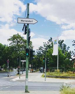 道路の脇の道路標識の写真・画像素材[3203273]