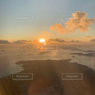 瀬戸内海に沈む夕日の写真・画像素材[3205420]