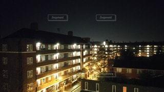 夜に明るくした街の写真・画像素材[3433395]