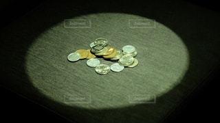 残りわずかな現金(貯金)の写真・画像素材[3284350]