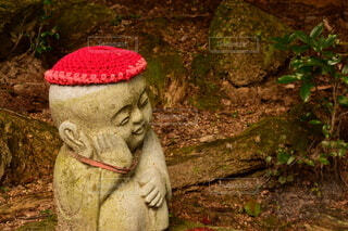 赤い帽子のお地蔵さんの写真・画像素材[3659245]