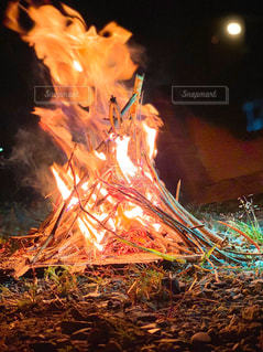 焚き火の写真・画像素材[3213073]