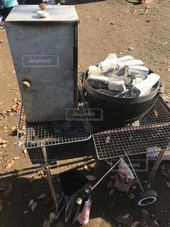 キャンプ料理のひと場面の写真・画像素材[3217093]