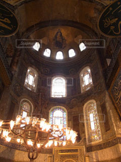 モスク内のステンドグラスの写真・画像素材[3229741]