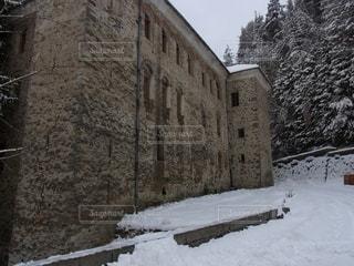 雪に覆われた建物の写真・画像素材[3229734]