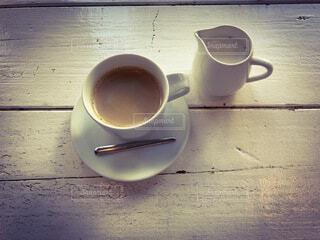 テーブルの上のコーヒーの写真・画像素材[3979985]