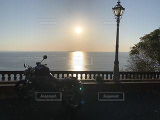 熱海の朝とRnineT Scramblerの写真・画像素材[3217914]