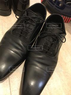 お仕事の幸せを運ぶ革靴磨きの写真・画像素材[3331976]