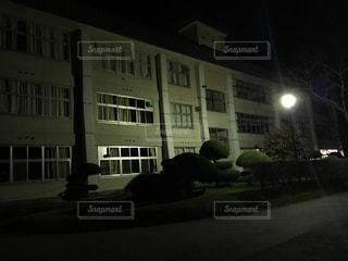 夜の学校の写真・画像素材[3220365]