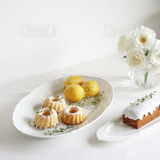 レモンのお菓子でティータイムの写真・画像素材[3303031]