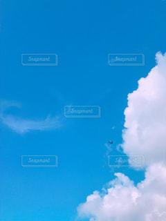 グアムの空と飛行機の写真・画像素材[3221827]