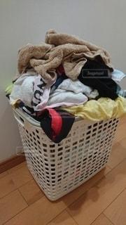 溜まった洗濯物の写真・画像素材[3357256]