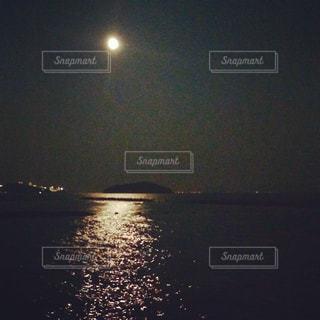満月の海。の写真・画像素材[3223987]