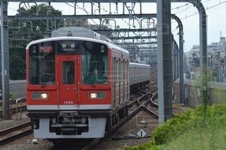 箱根登山色の1000形の急行新宿行きの写真・画像素材[3513185]