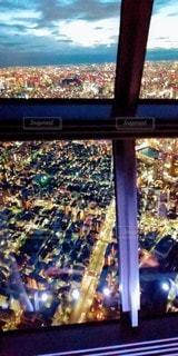 夜の都市の眺めの写真・画像素材[3235527]