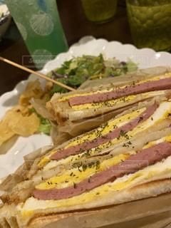 スパムとたまごのサンドイッチの写真・画像素材[3226428]